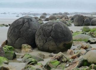 Moeraki Boulders photo