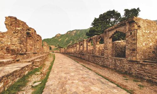 Bhangarh fort :Haunted places in rajasthan