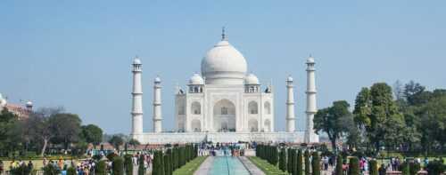 taj mahal best destination with family.
