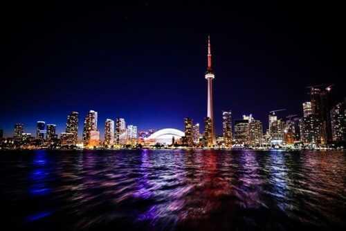 adventure-places-in-canada-Edgewalk-at-Torontos-CN-Tower