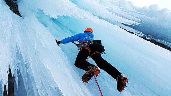 adventure-places-in-canada-Ice-climbing-Tower