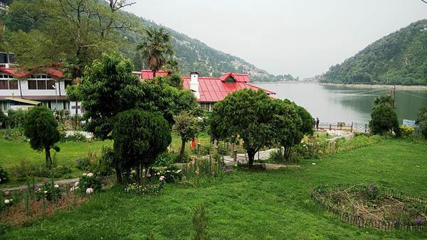 Nainital best destination with family.