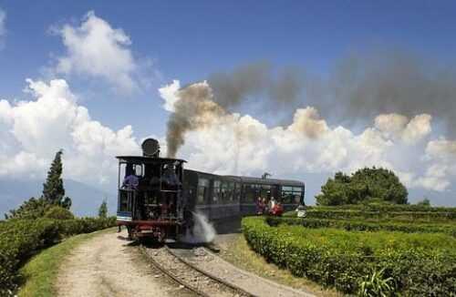 Darjeeling  Cheap Honeymoon Destinations in India