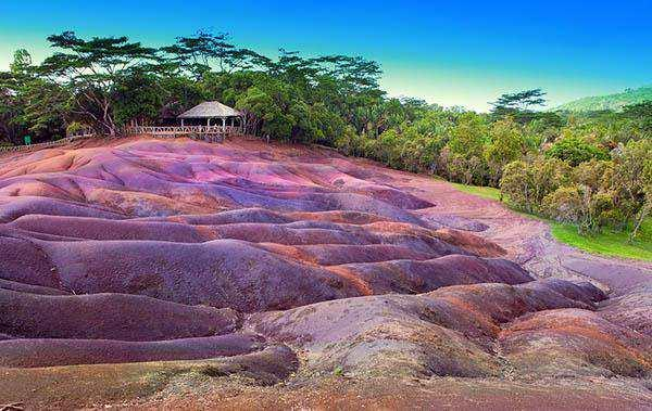 Seven Coloured Earth facts