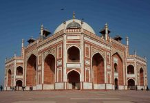 famous monuments in Delhi
